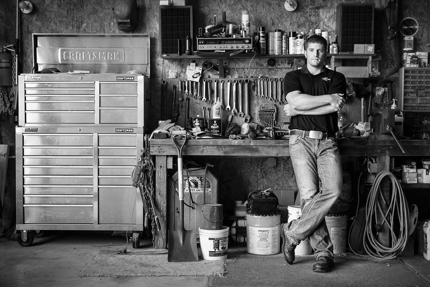 photograhie of a man in front of his tools.
