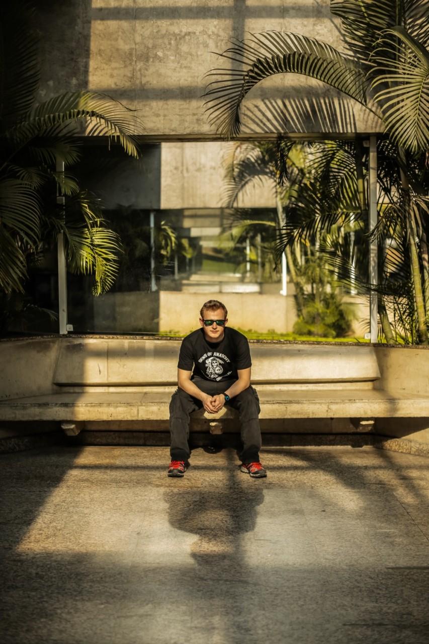 Maxim auf einer Bank (Brazilian).