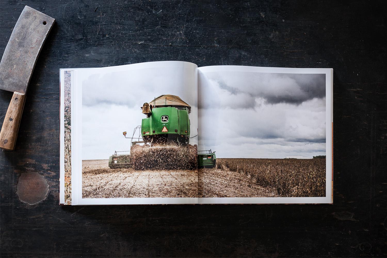 Foto: Soja-Buch aufgeschlagen.