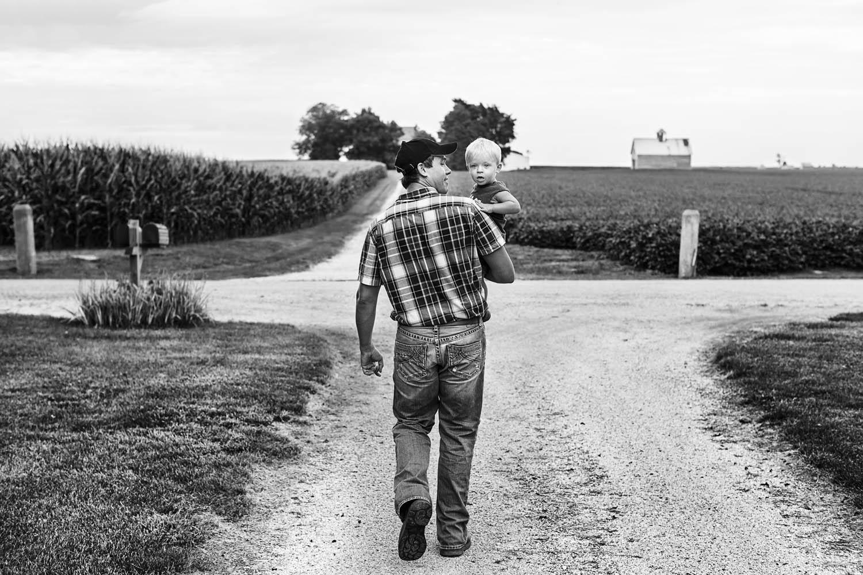 Foto von einem Mann und seinem Kind.